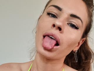 Sexy profile pic of DominikaRobbie