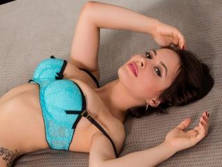 Sexy profile pic of EmanuelleX