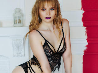 Sexy picture of SweetAleksaX